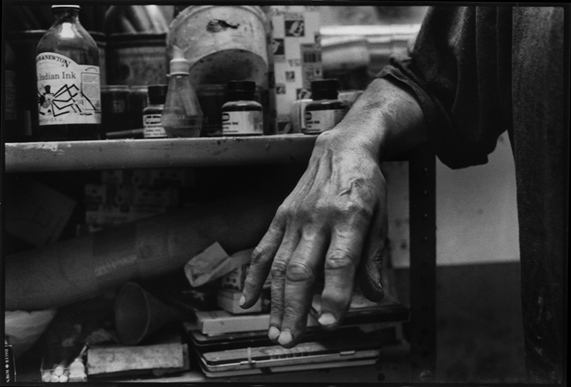The photograph of Frank Auerbach's hand: Katrin Bellinger Collection. © Nicola Bensley