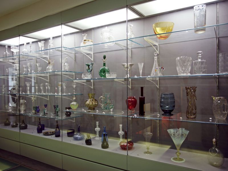 A highlight image for Gallery 18: Glass Display (Mezzanine Level)