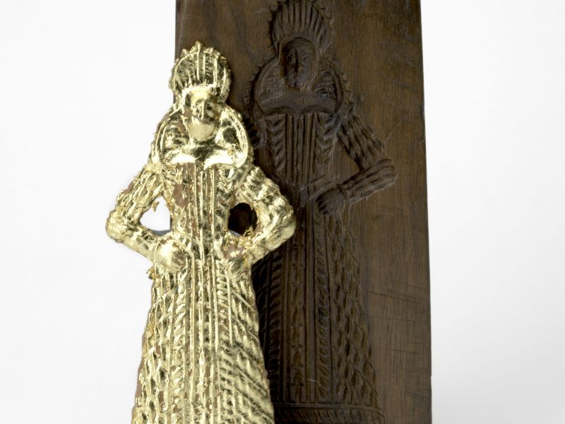 Wooden mould with gilded gingerbread gentlewoman