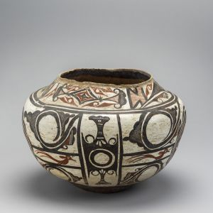 Pot made by Magdalene Odundo (b. 1950) in Surrey, England, c. 1983. Terracotta, burnished and reduced black.